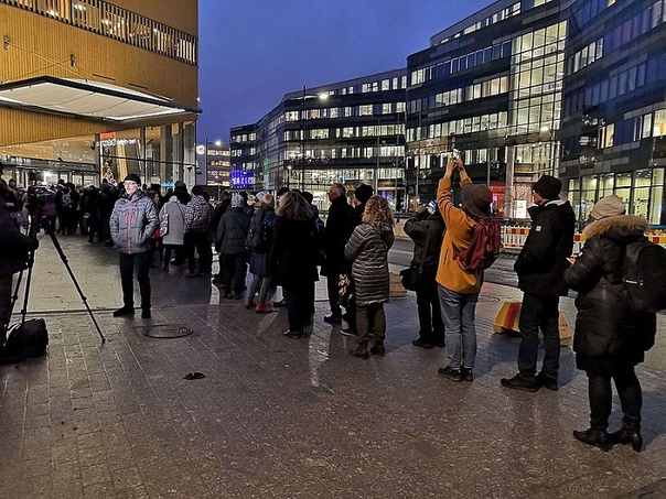 В Хельсинки открылась библиотека, которая вызвала у финнов небывалый ажиотаж и очереди В Финляндии, как и в любой европейской стране, увидеть очередь вне рождественских распродаж практически