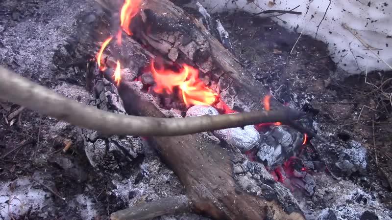 Еда в походе 1 - Картошка с грудинкой в фольге на костре (на углях)