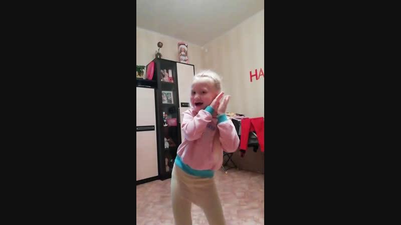 Паулина в танце
