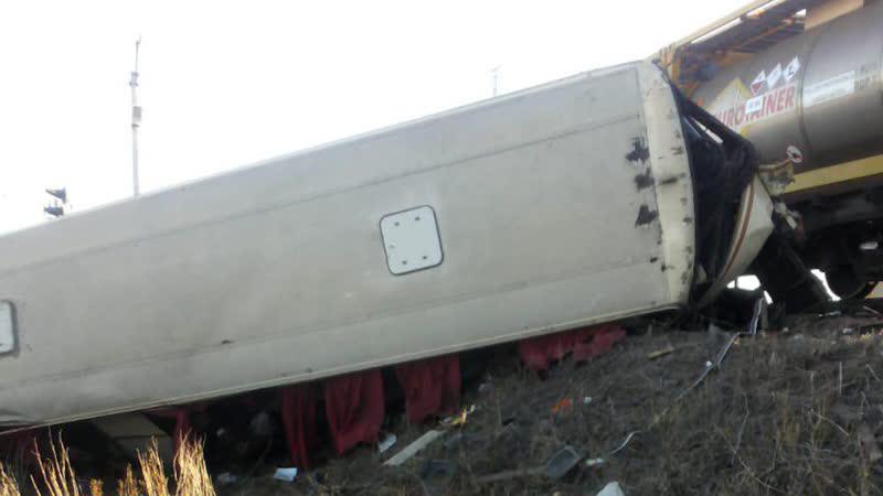 Автобус столкнулся с поездом в Саратовской области | 17 ноября | День | СОБЫТИЯ ДНЯ | ФАН-ТВ