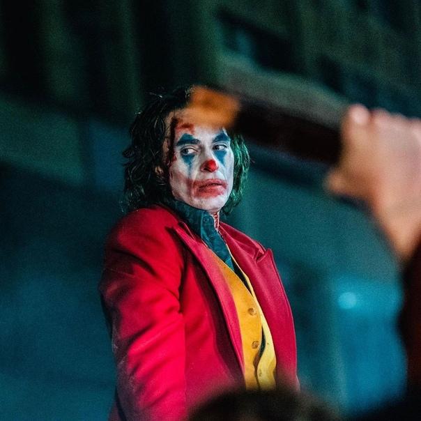 Тодд Филлипс поделился фото со съёмок «Джокера» в честь мировой премьеры картины