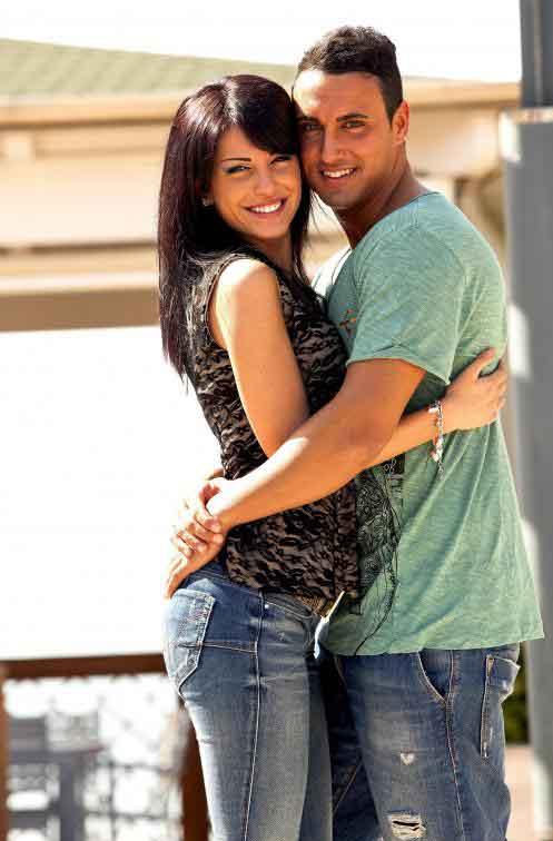 Эротический массаж может помочь парам стать более романтичными.