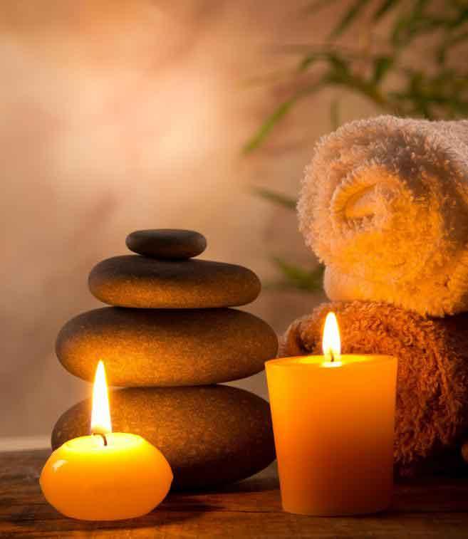Эротический массаж для пар может включать лечение горячими камнями.