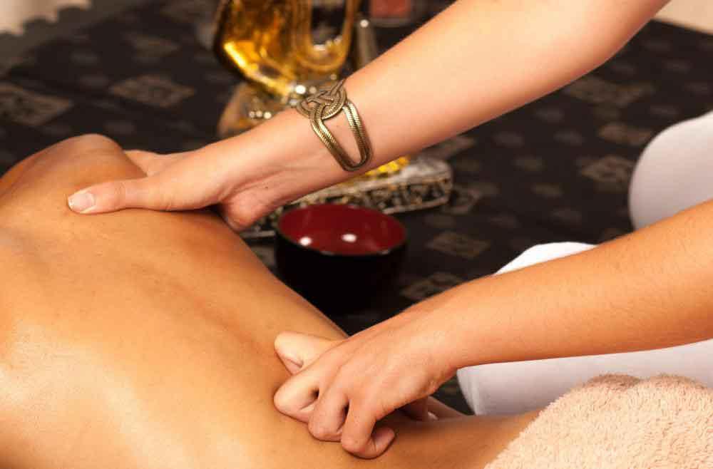 Эротический массаж для пар не может быть хорошим вариантом для людей, которым трудно расслабиться во время массажа с другим человеком.