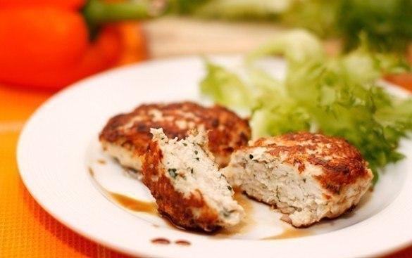 Вкусные куриные котлеты с сыром!