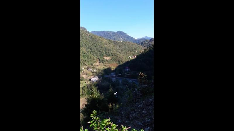 Потрясающие виды гор Аджарии с развалин крепости XI-XIII веков в Чхутунети
