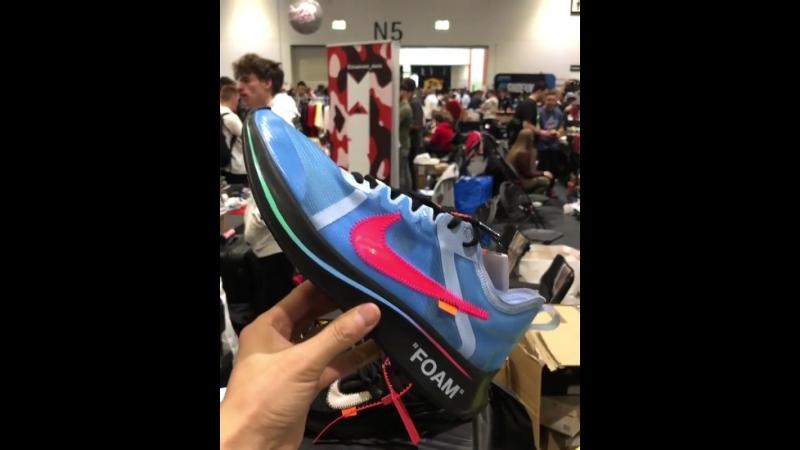 Off-White x Nike Zoom Fly прямиком со SneakerCon