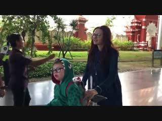 Эвелина Бледанс с сыном улетели на реабилитацию на Бали