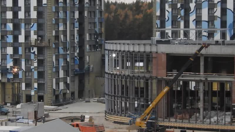 ЖК Эталон-Сити, свой фитнес-центр с бассейном – объект готов по монолиту, идут фасады и внутренние работы