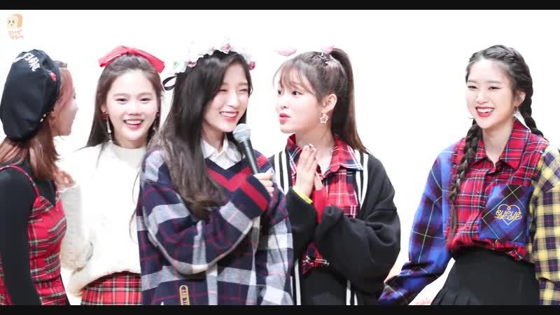 · Fancam · 181124 · OH MY GIRL (Arin, Binnie YooA) - Christmas Song · Sangam Fansign ·