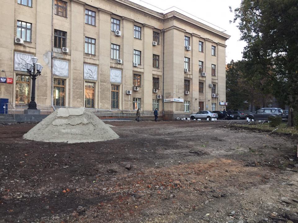 Началась реконструкция территории у курского главпочтамта