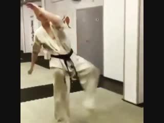 Бразильская Маваха в Кёкусинкай карате https://vk.com/oyama_mas
