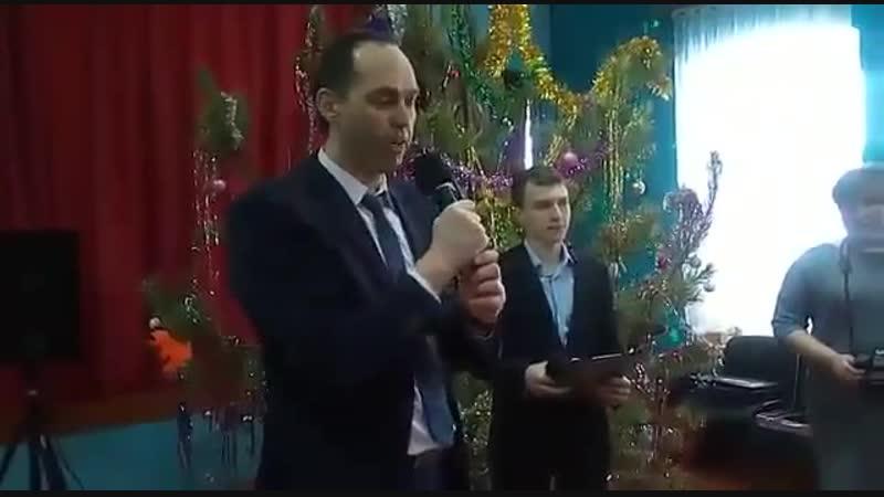 На 95-тилетие Василия Ивановича Старова собрались гости со всех уголков России. Полный зал Архангельского ДК тепло принял всех д