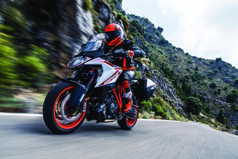 Фотографии мотоцикла KTM 1290 Super Duke GT 2019