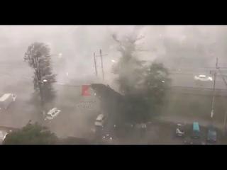 Ветер срывает крышу под Краснодаром