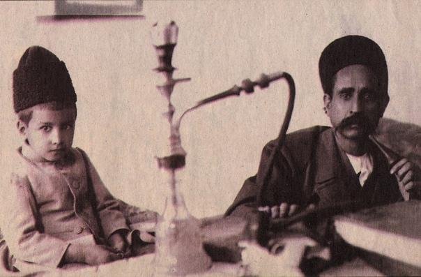 ПЕРСИДСКИЙ ГАРИБАЛЬДИ «Прошлое завещало ему храбрость, но храбрость прямо-таки рыцарскую; скромность больше всего бросается в глаза в Саттаре. Никаких диктаторских замашек у него совершенно не