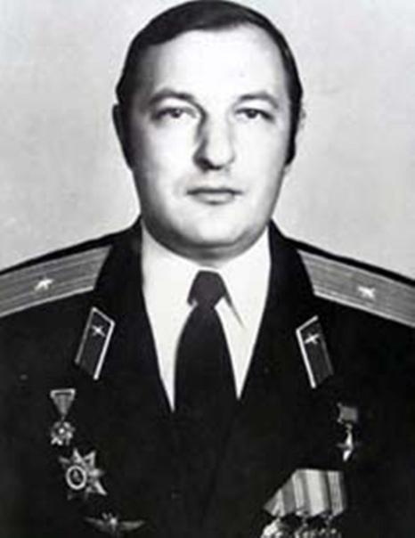 Василий Васильевич Щербаков, майор, командир вертолетной эскадрильи в составе Ограниченного контингента советских войск в Афганистане.