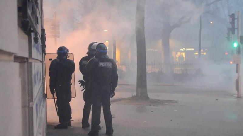 Gilets Jaunes acte 9 A Dijon les forces de l'ordre visées par des tirs de feux d'artifice