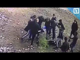 Толпа школьников зверски избила одноклассника
