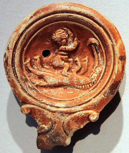Римская масляная лампа, изображающая зоофильный акт, 1–3 века н.э.