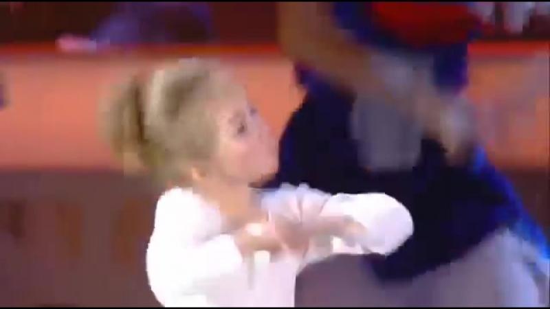 Стас Костюшкин и маленькая девочка Вика Родионова Женщина я не тацую
