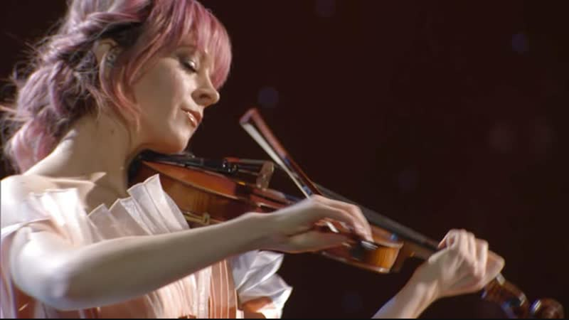 Lindsey Stirling Performs 'Angels We Have Heard on High' at the 2018 CMA Country Christmas