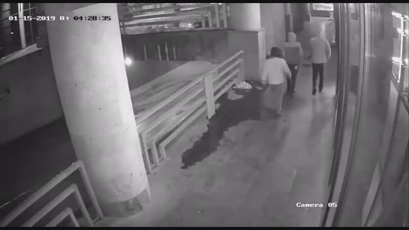 Попытка взлома двери ресторана Ciinabon