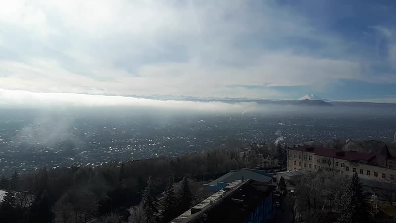 В далеке белоснежный красавец Эльбрус февраль 2018 Пятигорск