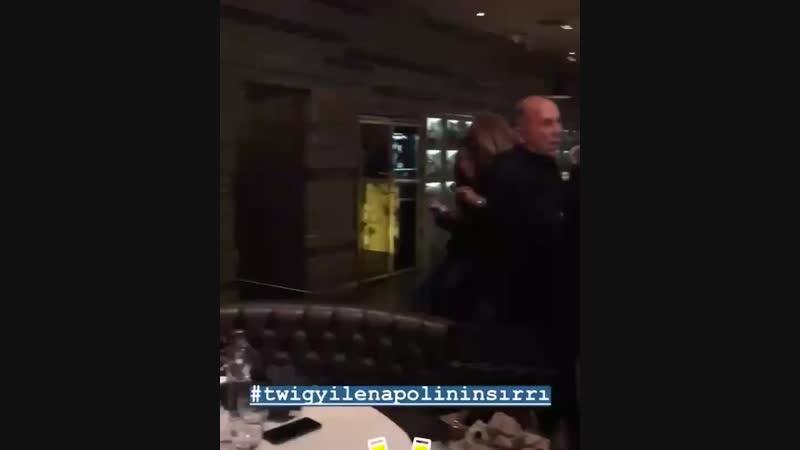 Туба и Умут на премьере фильма Неаполь под пеленой.