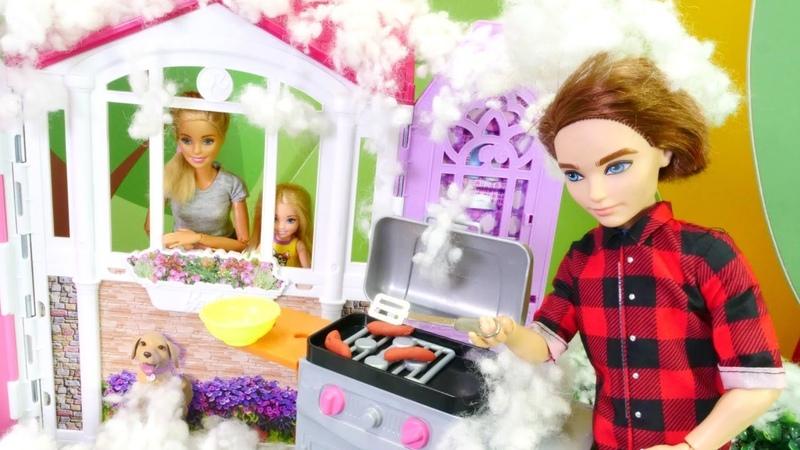 Barbie ailesi. Ken karda sucuk mangal yapıyor