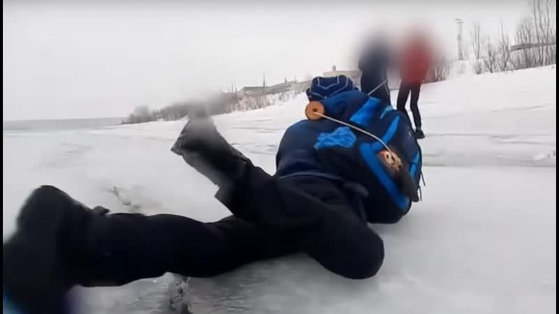 Вовремя закричал спасение провалившегося под лёд мальчика попало на видео