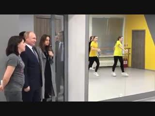 Владимир Путин прилетел в Казань: Президент приехал реновированный центр культуры и спорта «Московский».