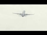 В сети появилось видео чудесного спасения самолета во время шторма