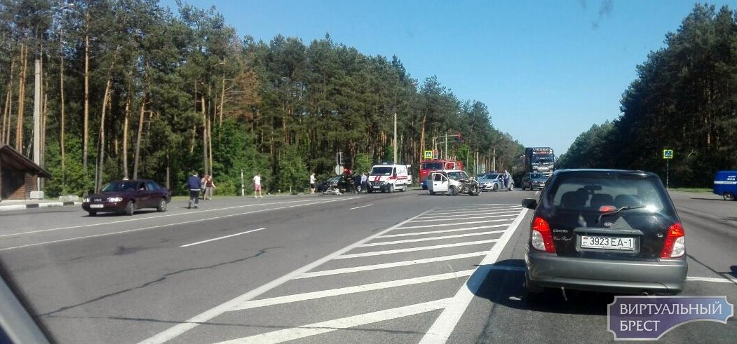 Серьёзное ДТП произошло на трассе М1 у поворота на Задворцы