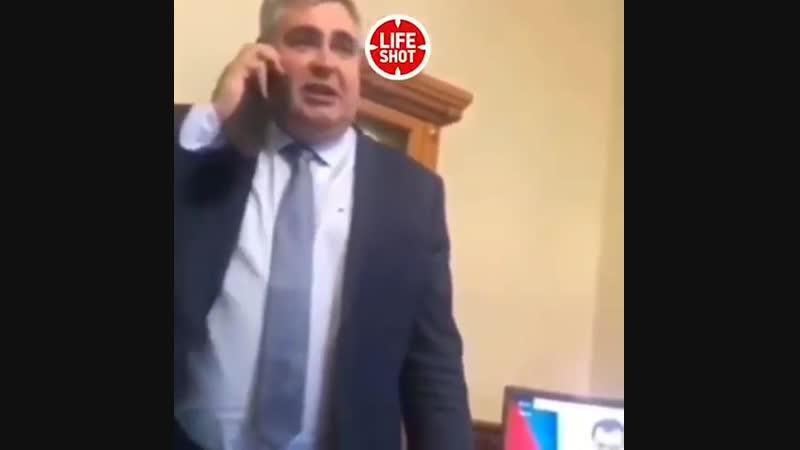Мэр Междуреченска возмущён примеркой чиновниками детской площадки. Осторожнее нужно быть - не палиться!