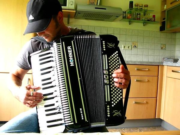 LAMBADA-LLORANDO SE FUE-Accordion Music Accordeon- Akkordeon Cover Music by Chico de Oliveira