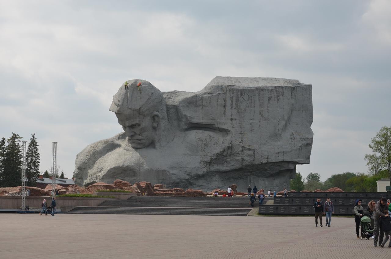 4vwNs23FKSM Брестская крепость - крепость герой.