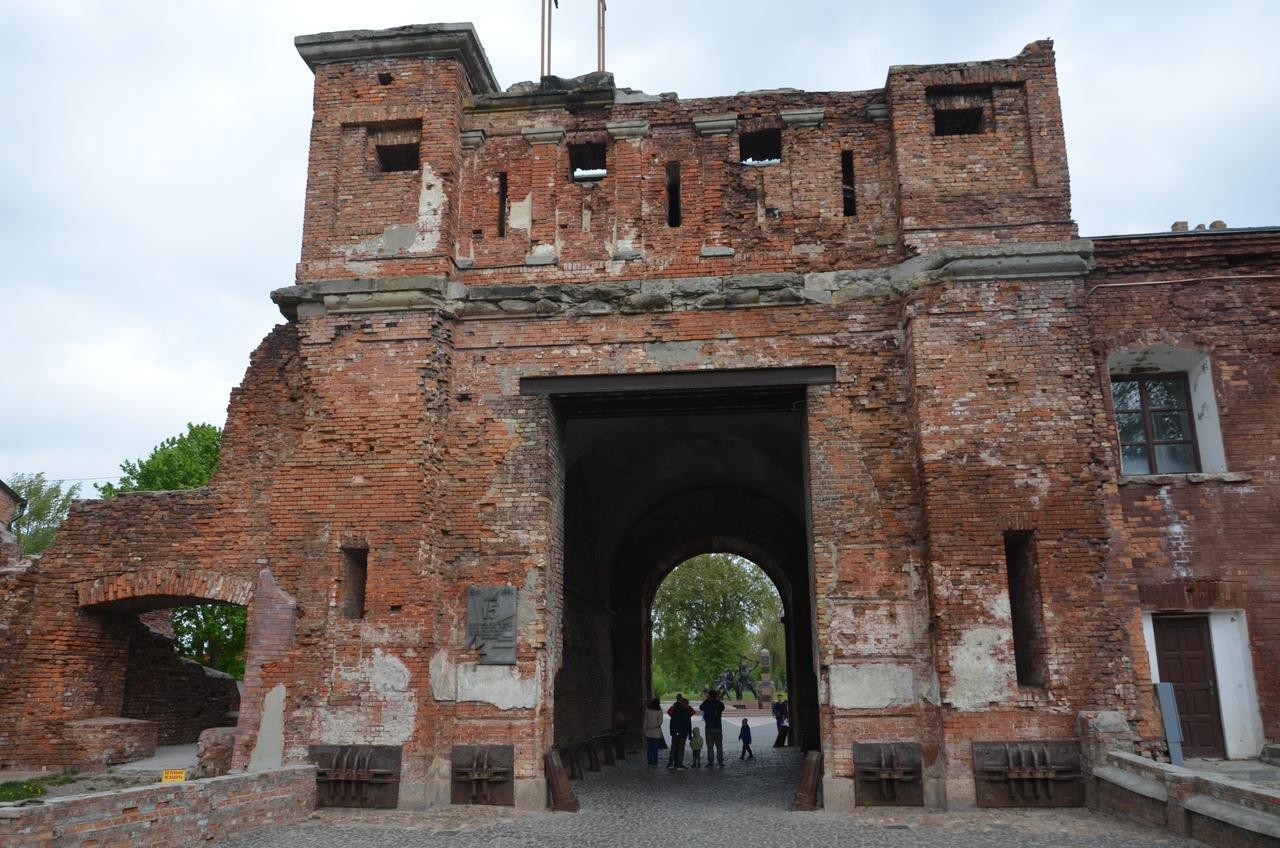 0rO5aBQLlzE Брестская крепость - крепость герой.