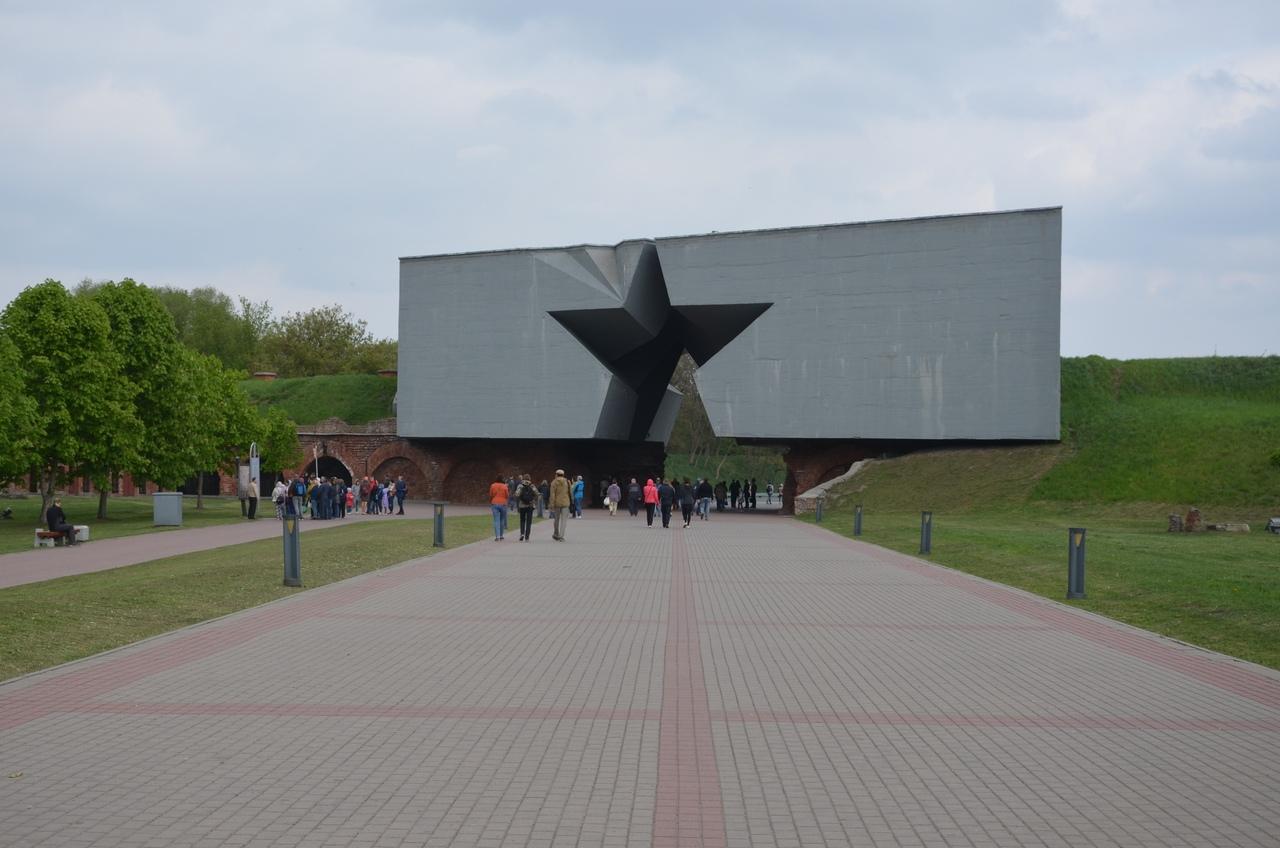j7AWS9MV3co Брестская крепость - крепость герой.