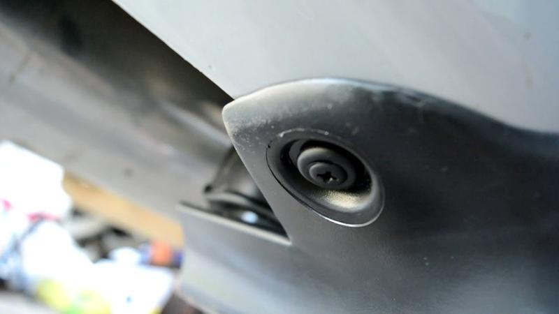 Hyundai Accent 2. Установка задних подкрылков и брызговиков