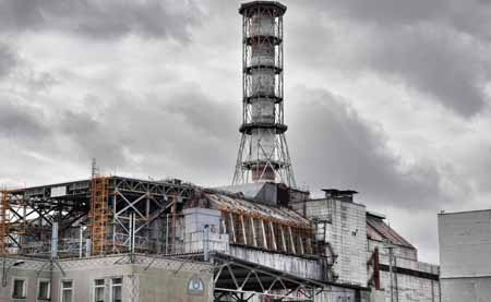 Крупные аварии, такие как чернобыльская катастрофа, замедлили рост производства ядерной энергии.