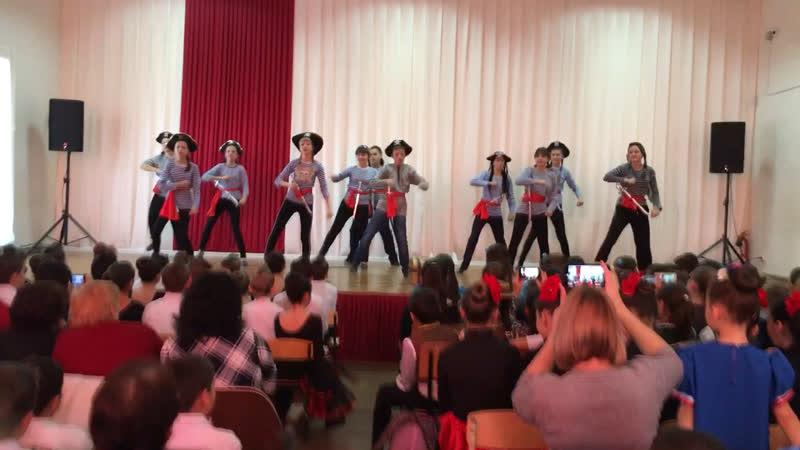 Танец 🕺 пиратов-победителей!)