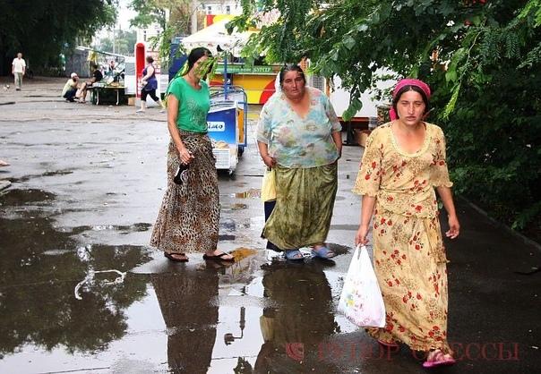 Что делать с цыганами Все уже наверное знают про трагедию в селе Лощиновка под Одессой. Зверское изнасилование и убийство восьмилетней девочки, предположительно цыганом и последующие погромы