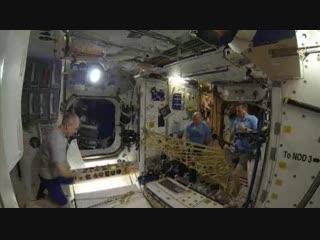 Игра в пинг-понг в космосе. Хотели бы попробовать? 🛰