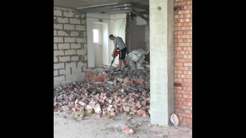 [МАЯК МИНСКА] Завершение демонтажных работ в салоне красоты по ул. Мстиславца в Минске