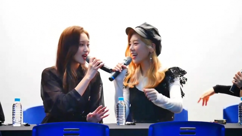 [FANSIGN] Siyeon singing a fragment of 'July 7th', Pangyo Fansign    181013