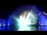 Цвето-музыкальное водно-огненное шоу на озере Абрау, проектор на брызгах показывает русский балет и шампанское - символически и то, и другое проходит долгий путь рождения.
