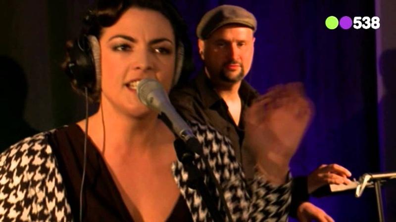 Caro Emerald - Stuck (Live bij Evers Staat Op)