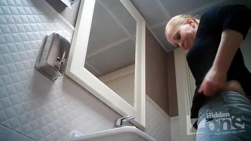 Скрытая камера в туалете. 4