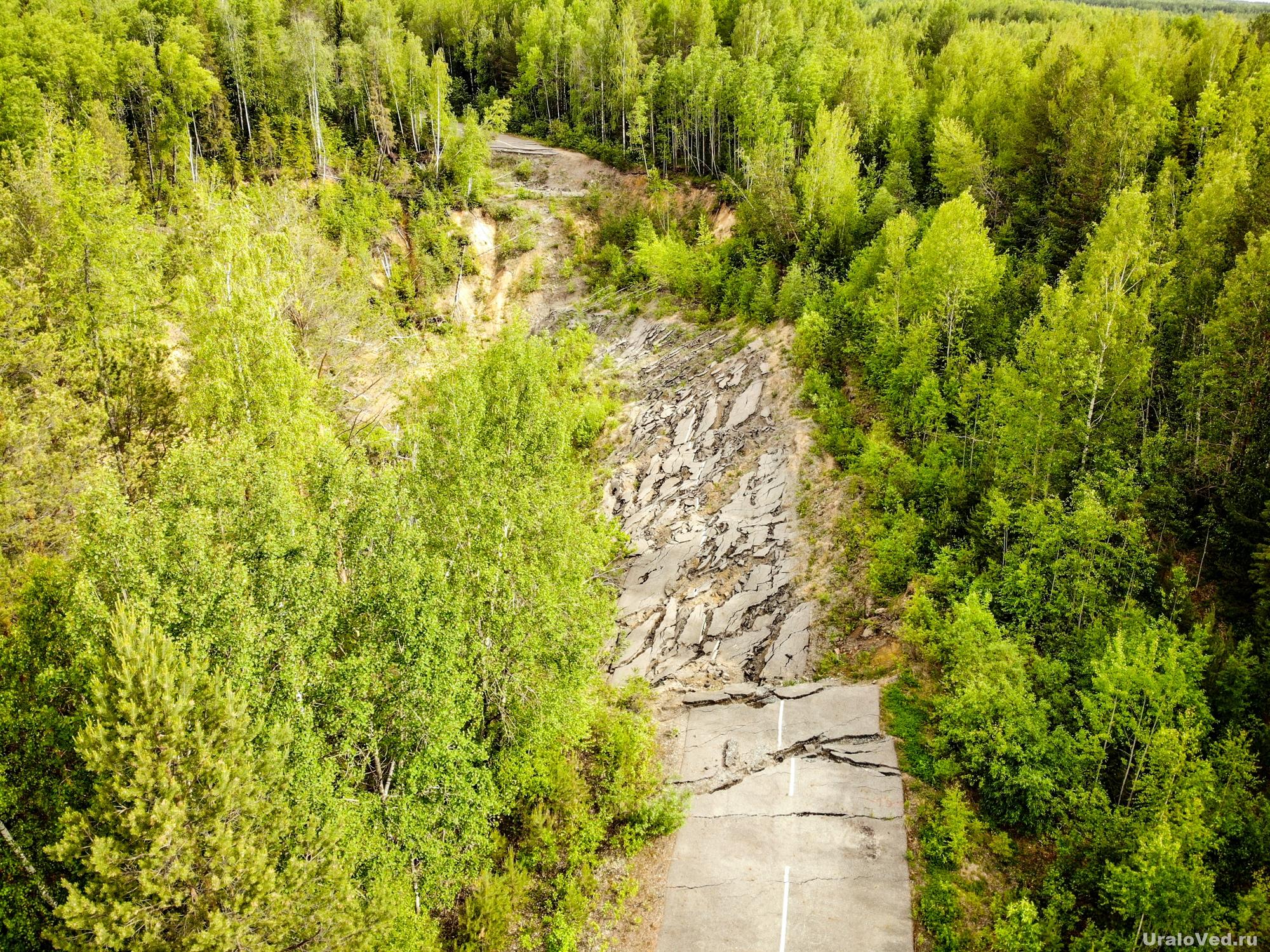 Провал на дороге около Краснотурьинска
